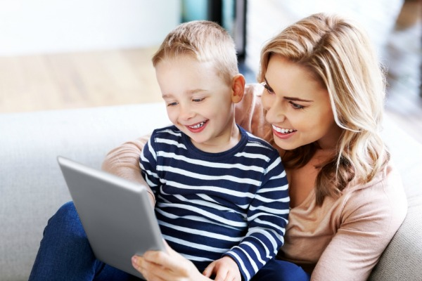 Parenting in the Digital Age: How to Strike a Balance