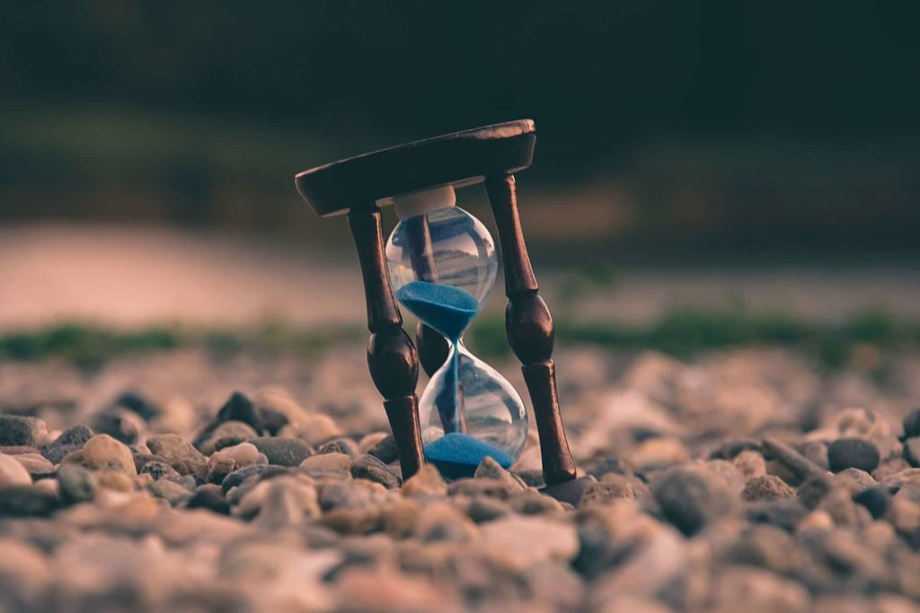 An ticking hourglass to remind kids about managing their time properly